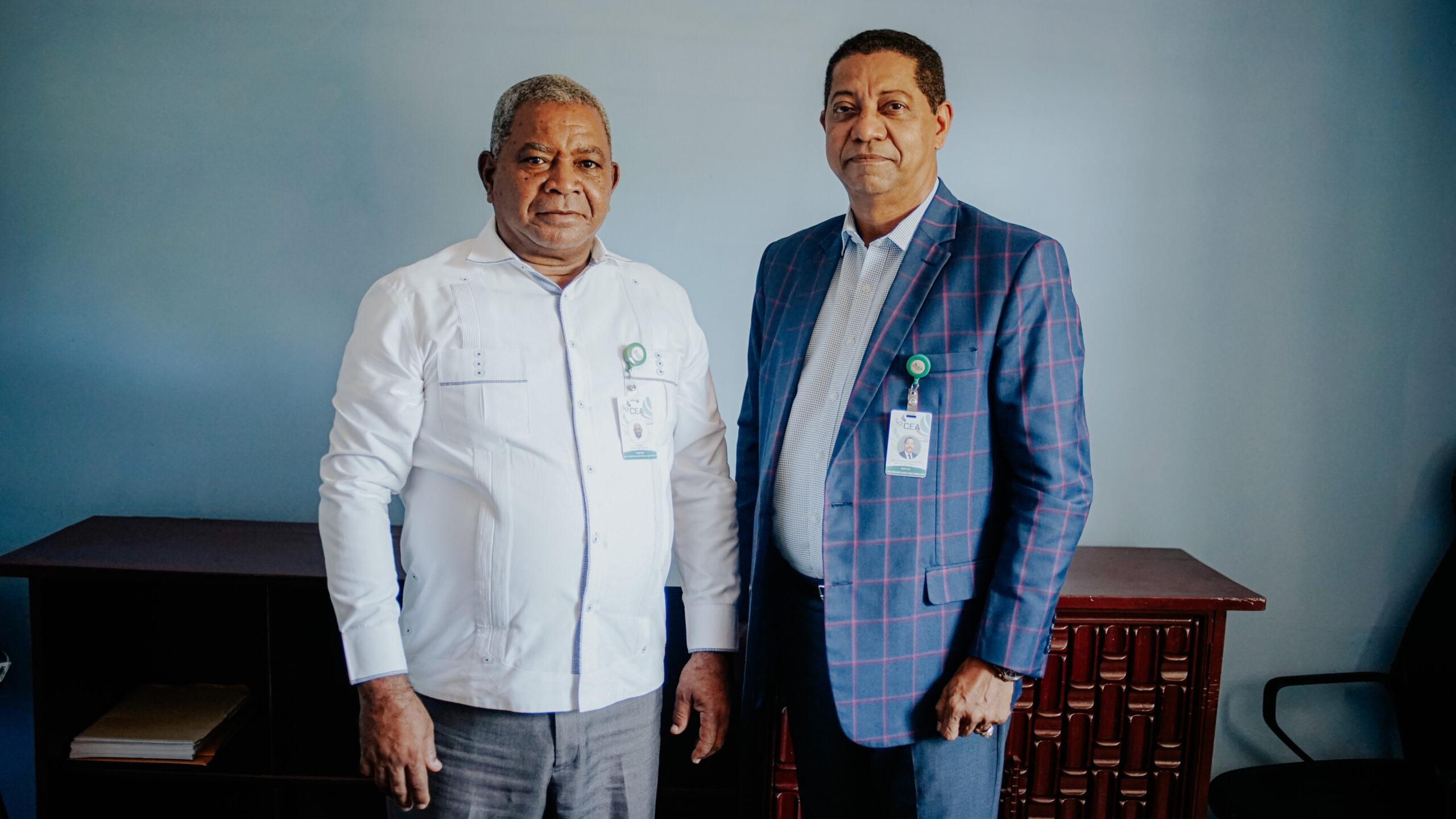 Pie de foto: Bienvenido de Oleo, director general de Preservación y Recuperación acompañado del gerente de Villa Altagracia, Pedro Mejía.